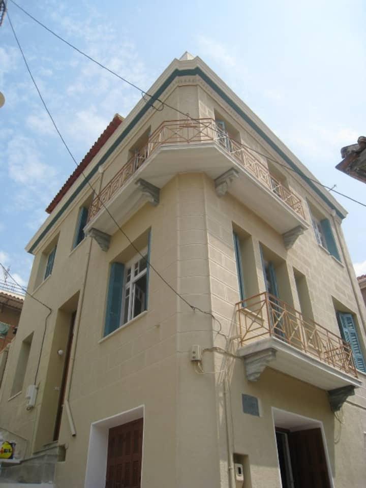 3 Storey original Greek home with stunning views