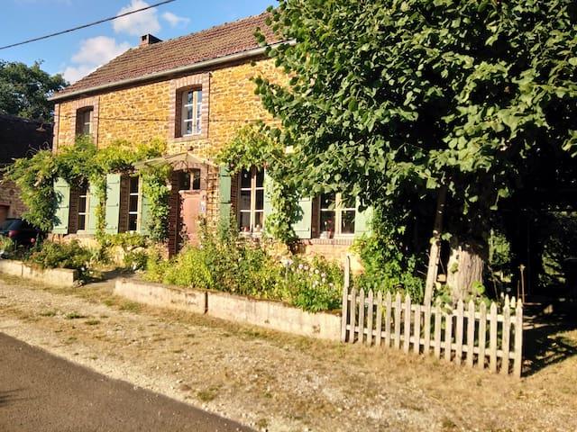 Jarry's  country house / maison de campagne