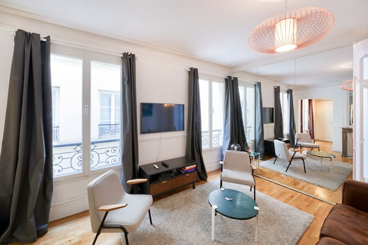 CHARMING 2-BEDS FLAT - IN THE MARAIS DISTRICT