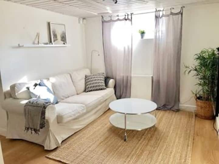 55 m2 cosy 2-bedroom apartment & private entrance