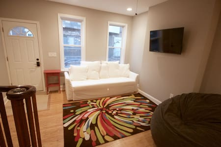 South Philly 2 bedrooms rowhome - Philadelphia - Dům