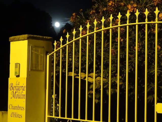Chambre Lune de Miel à la Bergerie du Moulin