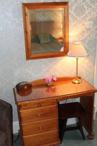 Room 2 Dressing Table