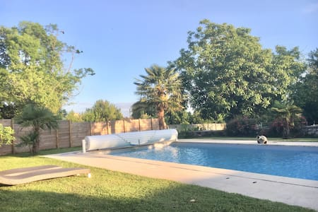Maison 50 m² dans propriété du 18e avec piscine