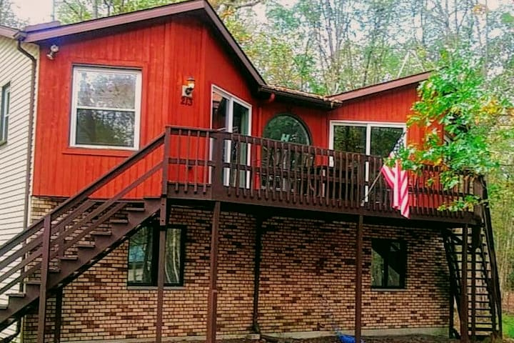 The PERFECT 5⭐ PET friendly Cabin! Best location!