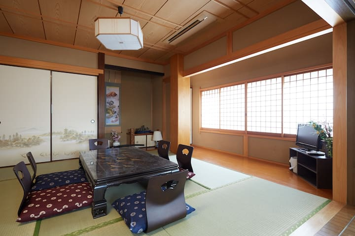到江戸川站步行5分钟,去往錦糸町・浅草・亀戸・天空树等地交通便利。最多6人,有wifi