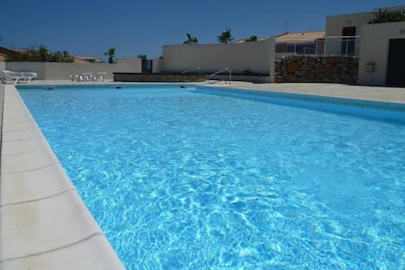 Villa Chat Noir 3 Bedroom sleeps 6. - Fitou - Hus