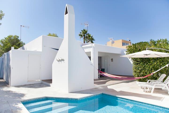 Casa con piscina privada en Cala Blanca