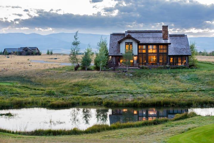 C&C Tanager Mountain Luxury Lodge