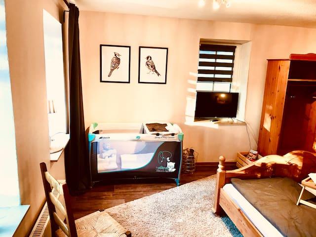 Elternschlafzimmer | Kinder-Reisebett - oder Stellmöglichkeit des Gästebetts