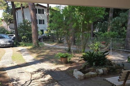 Villa Bianca - piano terra con giardino - Marina Romea