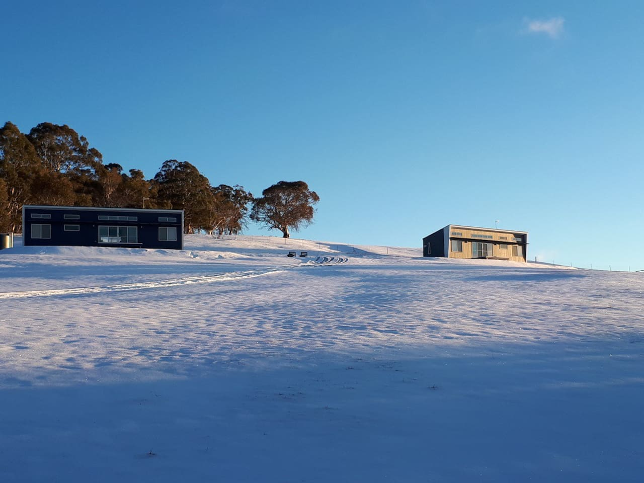 Eumcumbene Lakeview Cottages in snow. Kyloe on left and Yens on the right.
