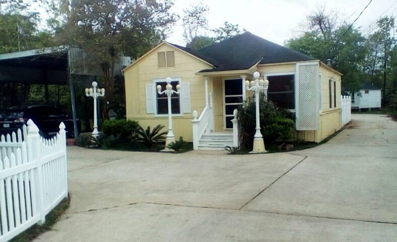 Kemah Cottages on Walsh-Hospitality House
