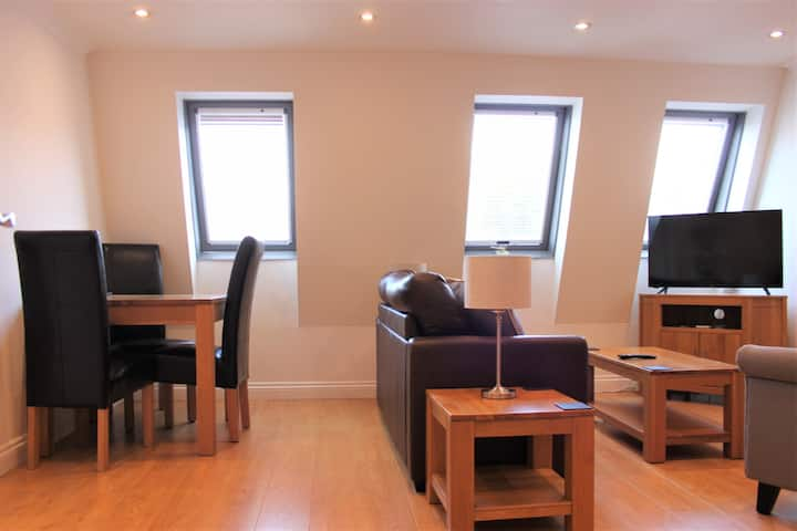 Central 3 bed apartment at Regents Court, Newbury
