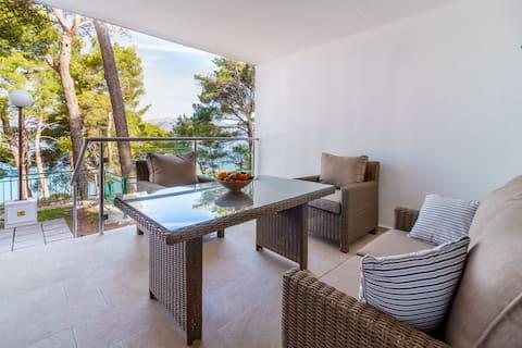 Lumbarda Resort Apartment Driftwood, 40m to Beach.