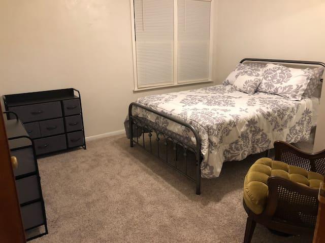 Bedroom 2 w/ Full Bed