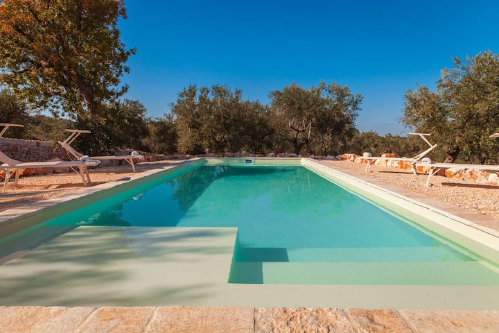 Trulli with pool in Monopoli for 5 guests