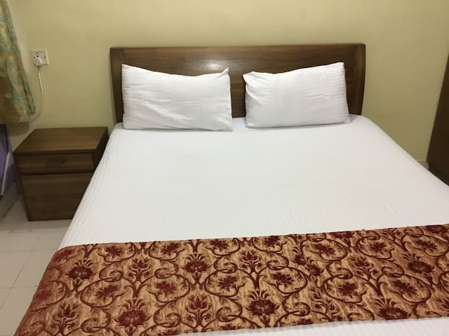 Two bed room entire  place for small family of 5