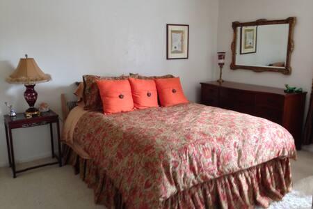 Room in 3 Bedroom Beautiful Condo - サンタバーバラ