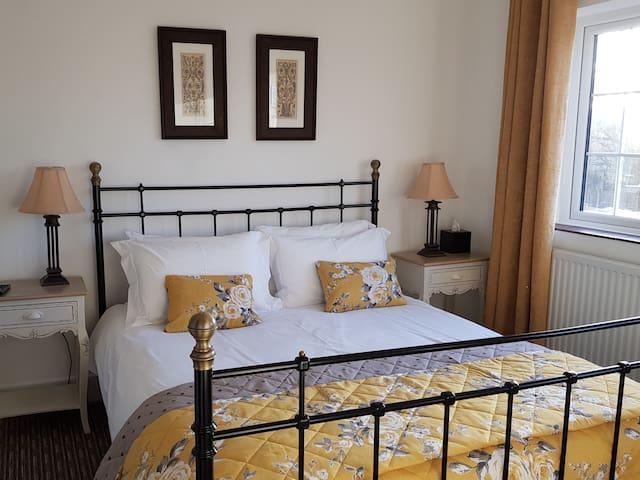Double en-suite room with Kingsize bed