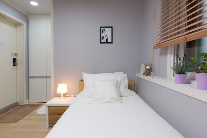 Best location singleroom@Daehakro