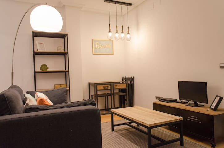 Stay as a Local at CHAMBERÍ 4pax cozy and quiet.