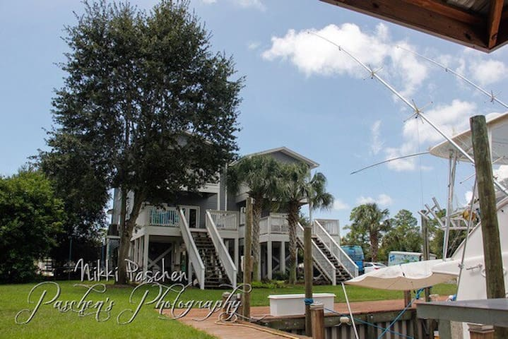 Waterfront vacation home w. fishing / boat dock