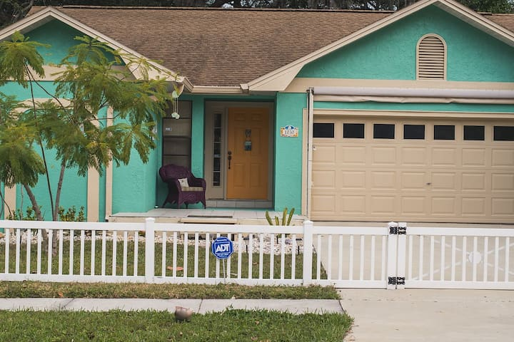 Charming 2BR/2BA Bungalow by the Bay - Clearwater - Hus