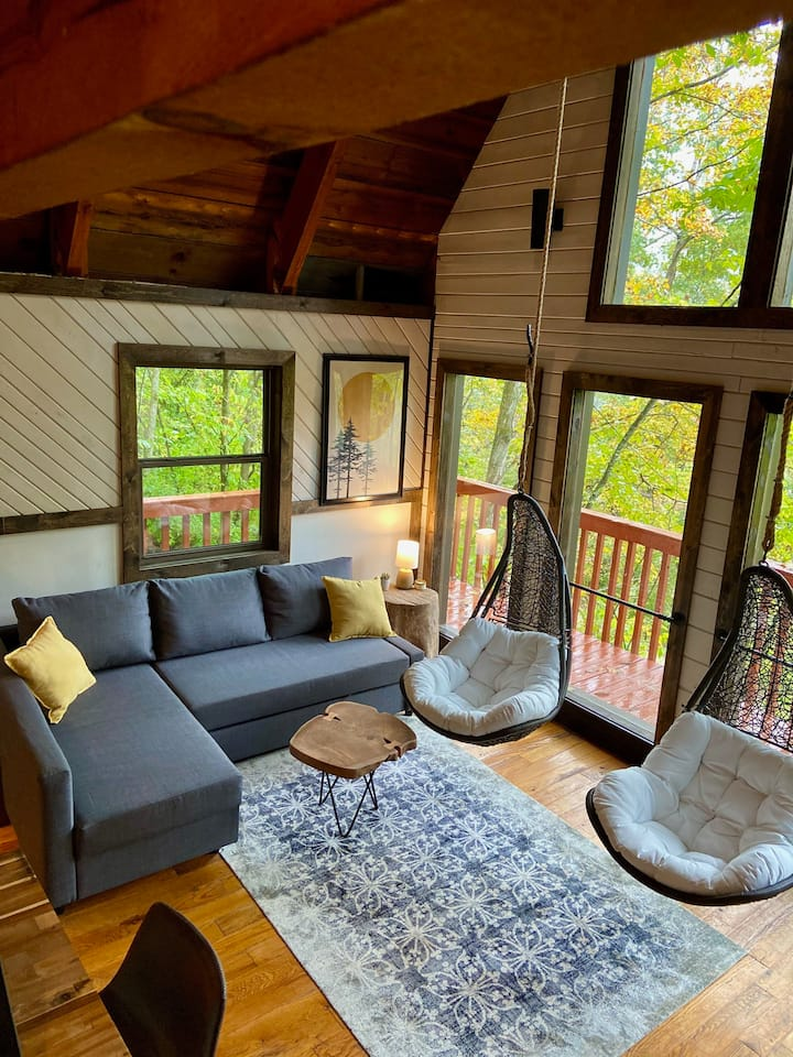 Hygge at the Gorge! Modern cabin with a cozy feel!
