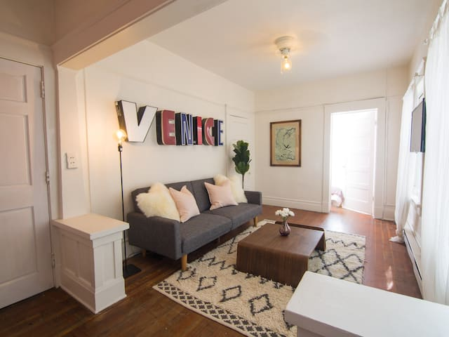 ★ Venice Beach Condo ★ Steps Away from Boardwalk ★