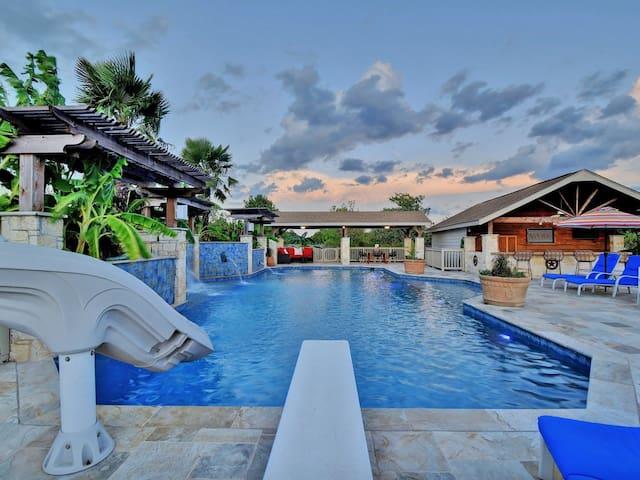 Luxurious private pool oasis  ATX Paradise