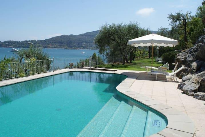 Unique sea-front Villa with amazing pool! - Portovenere - วิลล่า