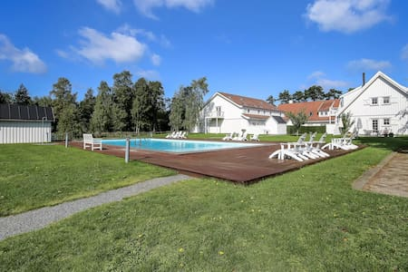Large holiday home with pool and tennis court