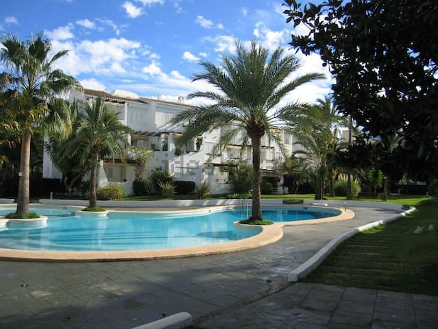 Apartment 50m from the beach/swimming pool/garage
