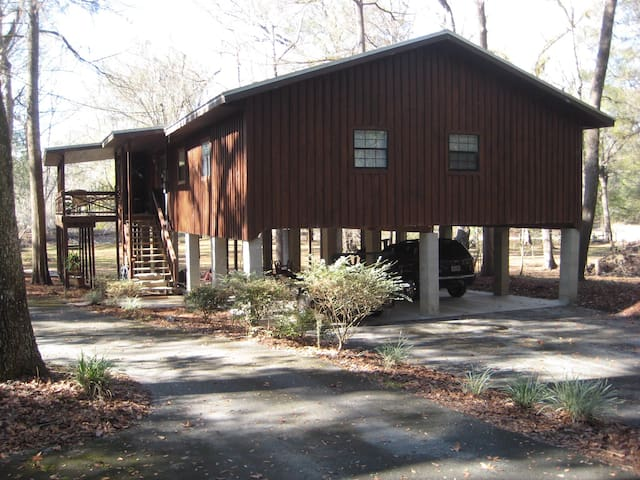 Sleeps 10 The Owls Nest on Santa Fe River