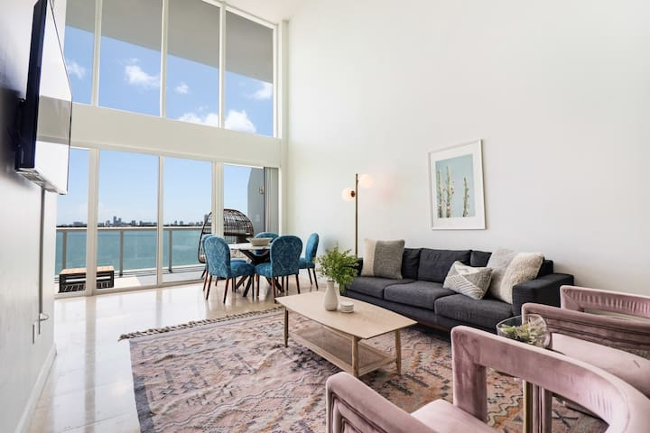 2-Story Waterfront Condo #2-10 mins from Miami Beach, 12 mins from Brickell