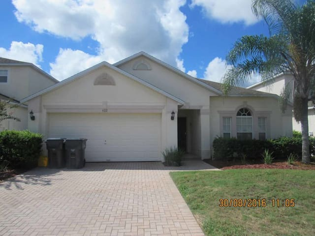 Legacy Park 3/2 Pool Home property, fully furnished, with full kitchen, and all linens and towels - DAVENPORT - Casa
