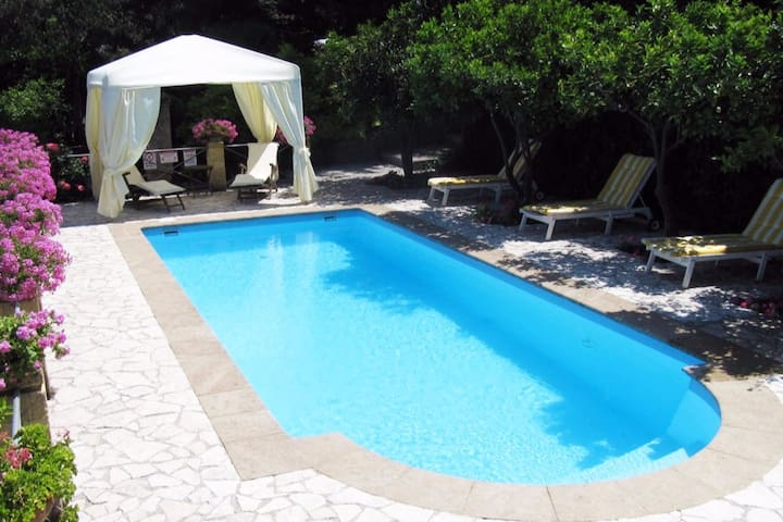 Parva Domus, trilocale in villa, piscina esclusiva