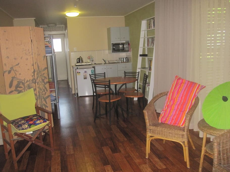 Large Living area, kitchenette, 1QB + 1SB + 1 daybed.