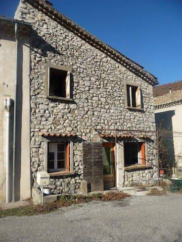 Maison de village avec jardin - Valbelle