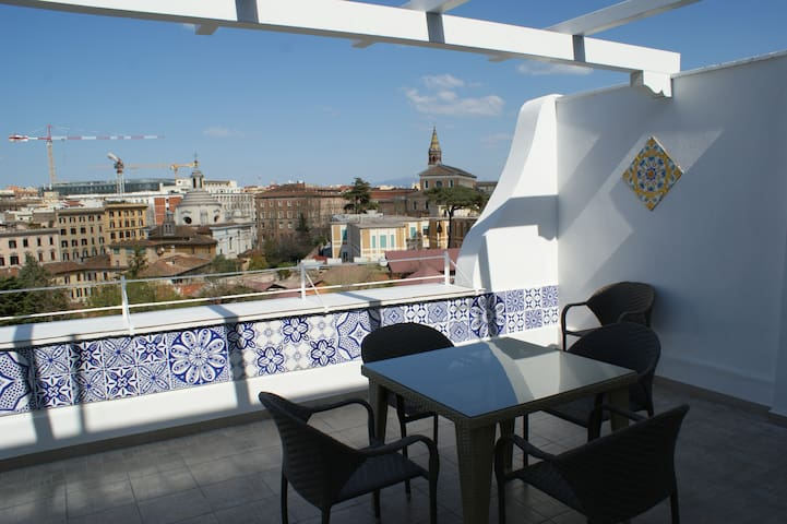 COLOSSEUM TERRACE SMALL DOUBLE ROOM - Roma - Apartment
