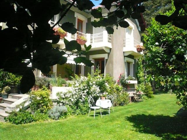 Triplets at Les Sapins, Foix 7 minutes - Foix - Villa