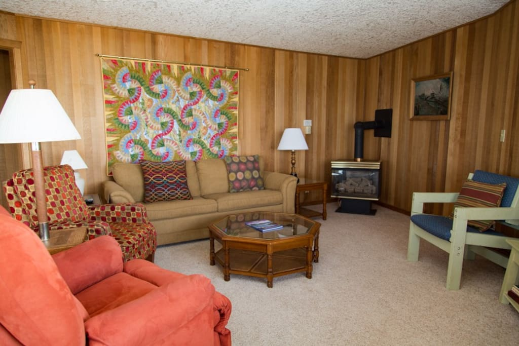 Comfortable recliners and couch to relax and enjoy whale watching, people watching and more!