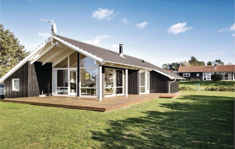 Holiday cottage with 3 bedrooms on 87m² in Samsø