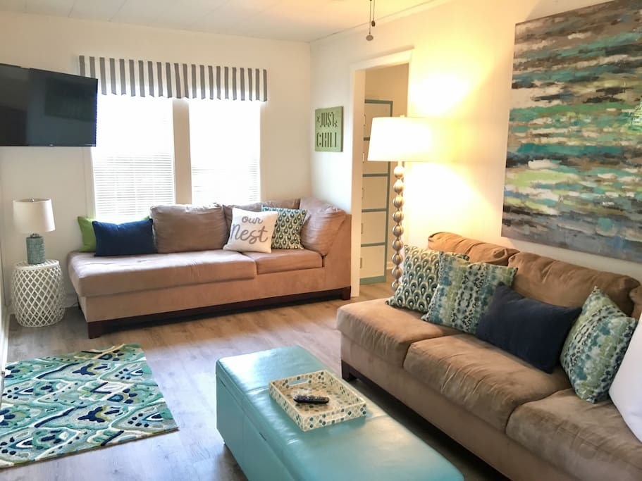 """The family room has two comfortable couches as well as a reading nook stocked with the most recent magazines (Coastal Living, Southern Living, Sports Illustrated, Cooking Light, etc.) In addition, the 40"""" smart TV has built-in Roku and SlingTV activated to give you numerous channels. The home has wifi."""