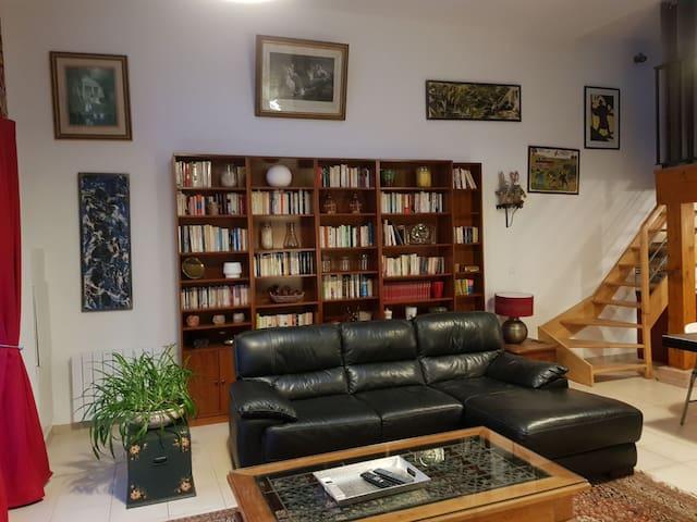 APPARTEMENT (6BIS LOFT) 90m2 - 60€/2 PERS/NUIT