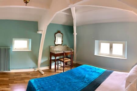 The Saunderson Suite Master Bedroom