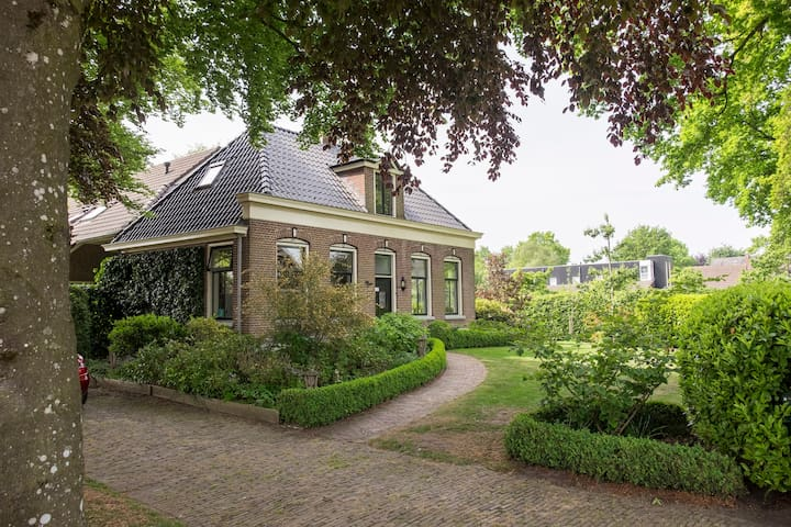 Attractive holidayhome + bikes nearby Giethoorn