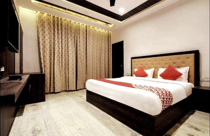 Private Couple Room Nr Fatehsagar Lake - Free Wifi