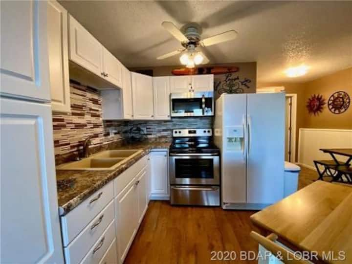 Waterfront CONDO ☀️ 24MM, very clean NO STEPS pool